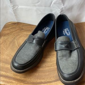 NEW WITHOUT BOX MUNSINGWEAR TWO TONE NAVY LOAFERS